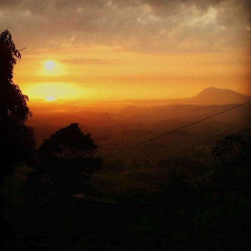 Nascer do sol visto da minha cozinha/sunrise from my kitchen Tapuio