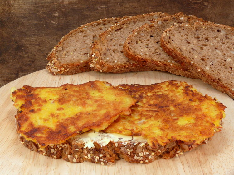 Bread Bread & Butter Bread Roll Breakfast Brown Bread Butterbrot Cereal Plant Close-up Food Food And Drink Freshness Healthy Eating Kartoffelpuffer  Loaf Of Bread Meal No People Pancakes Potato Pancakes Potatoes Chips Puffer Reibekuchen Reibeplätzchen Wheat