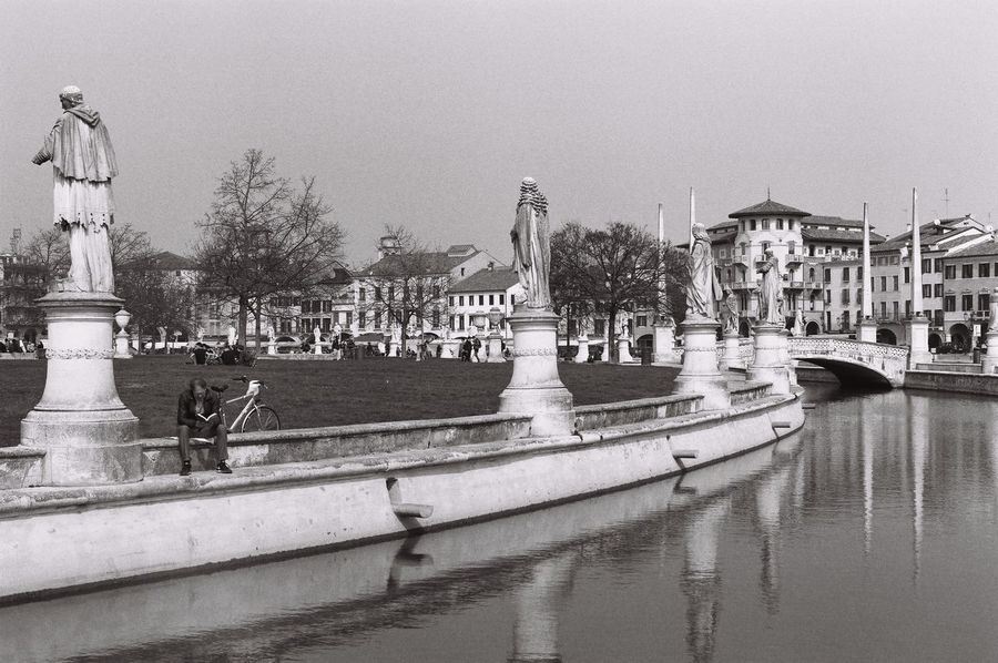 Pentax MX - Ilford Delta 100 - Aprile 2017 Padova Architecture Film Photography Human Representation Pentax Pentax Mx Prato Della Valle Statue Water
