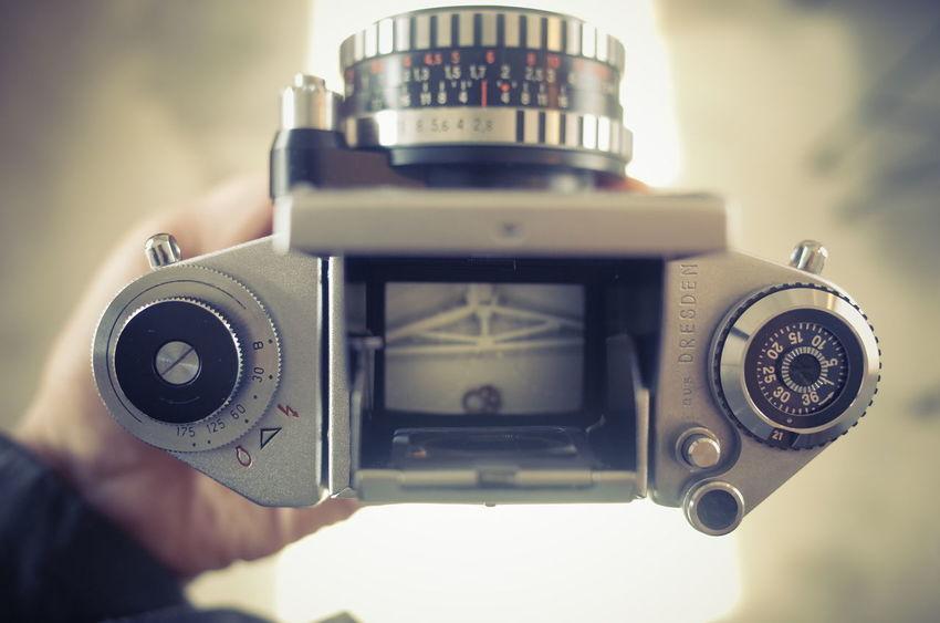 빈티지카메라 Vintage Analog Exa Photography Themes Camera - Photographic Equipment Retro Styled Old-fashioned Technology No People Defocused Movie Camera