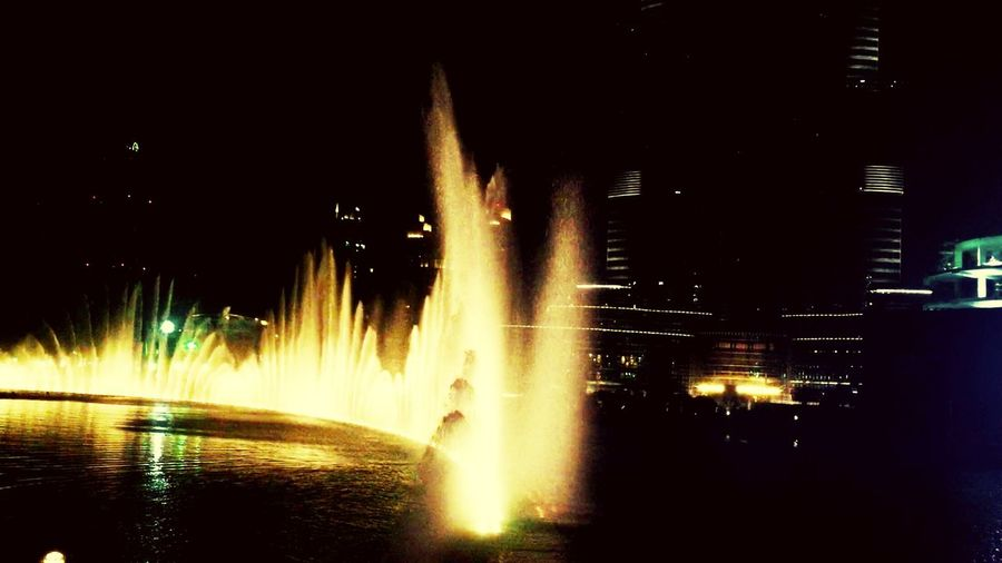 Lightreflection light] Light In The Darkness Architecture Light And Shadow Dubai❤ Hello World Enjoying Life Traveling Happydays😎 TheDancingFountain Cities At Night
