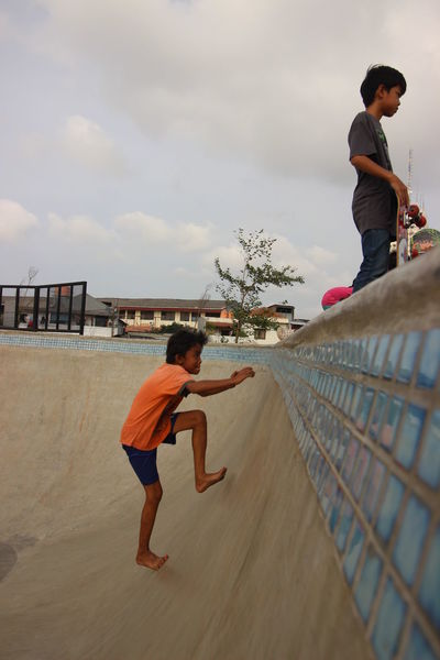 never give up Boys Climbing Day Men Nevergiveup Outdoors People Playing Real People Skateboard Park