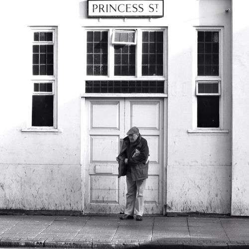 Searching but not found her. People Watching Streetphotography People Blackandwhite Street Photography Door Street Life Façade Street Portrait Streetphoto_bw Wolverhampton Street Pensioner