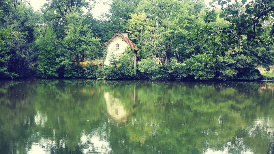 🏡 💧 💦 🌅 France 🇫🇷 Water Reflections French Dwelling Green Green Green!  Chilled Scene Idyllic Scenery Beautiful River Green Water The Architect - 2016 EyeEm Awards