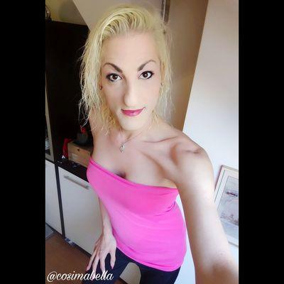 Juhuuu meine lieben 😊 schönen Guten Morgen 🍩🍪☕ Deine äußere Haltung hat direkten Einfluss auf dein inneres Lebensgefühl. Geh heute bewusst aufrecht, schau nach vorne und oben. Dein Leben wartet darauf, von dir gelebt zu werden! Wünsche euch allen einen lebendigen Mittwoch 🌈✌🌻🍀. Liebe Umarmung Bussi 💋 eure Cosima 🔥🌊🌾🌪 Cosimabella Cosima Elementaria Empathie Me Ts Good Morning Motivation Lifestyle Fashion Styling Beautyqueen Selfiequeen Beautiful Hairartist Nailartist Makeupartist Picoftheday Handsome Like Blond Hair Young Women Portrait Beautiful Woman Beauty Females Looking At Camera Pink Color Standing Beautiful People
