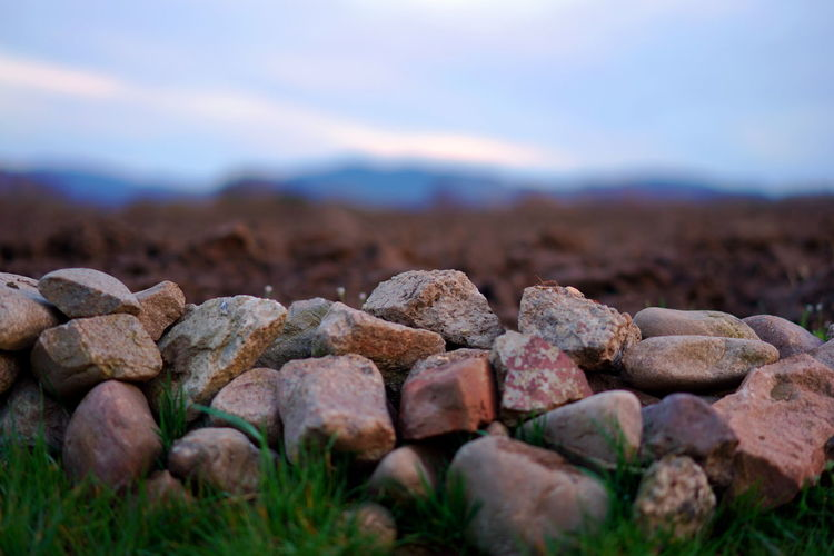 Steine am Wegrand Berge Im Hintergrund Feld Steine💫 Wegrand Beauty In Nature Close-up Environment Field Focus On Foreground Land Mountain Natur Nature No People Outdoors Rough Selective Focus Sky Solid Stone Stone - Object Stones Surface Level Tiefenschärfe Tranquility First Eyeem Photo