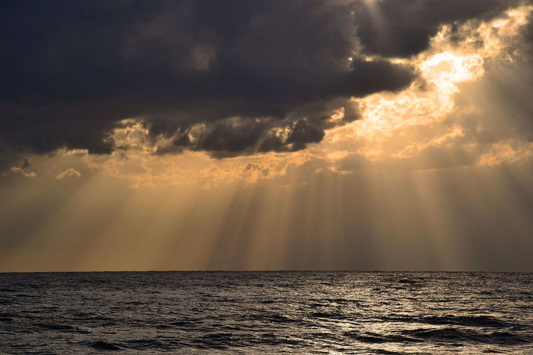 Sky Water Sea Cloud - Sky Horizon Horizon Over Water Beauty In Nature Scenics - Nature Nature Sunbeam Tranquility Dramatic Sky Sunset Sunlight Idyllic Outdoors No People Tranquil Scene Sun Sunbeams Alanya