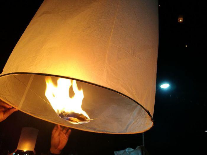 ลอยกระทง ลอยกระทงเชียงใหม่ ลอยโคมยี่เป็ง Loykrathong Festival Burning Flame Loykratongthailand