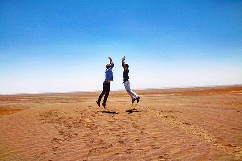 Desert Roadtrip Iran Sunny Highfive