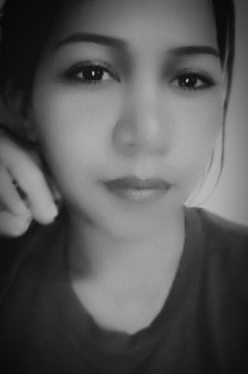 advance happy heart day lovelies . and . happy weekend . Black&white Blackandwhite Bnwportrait Beauty Redefined Face Selfie Portrait Selfie Portrait People