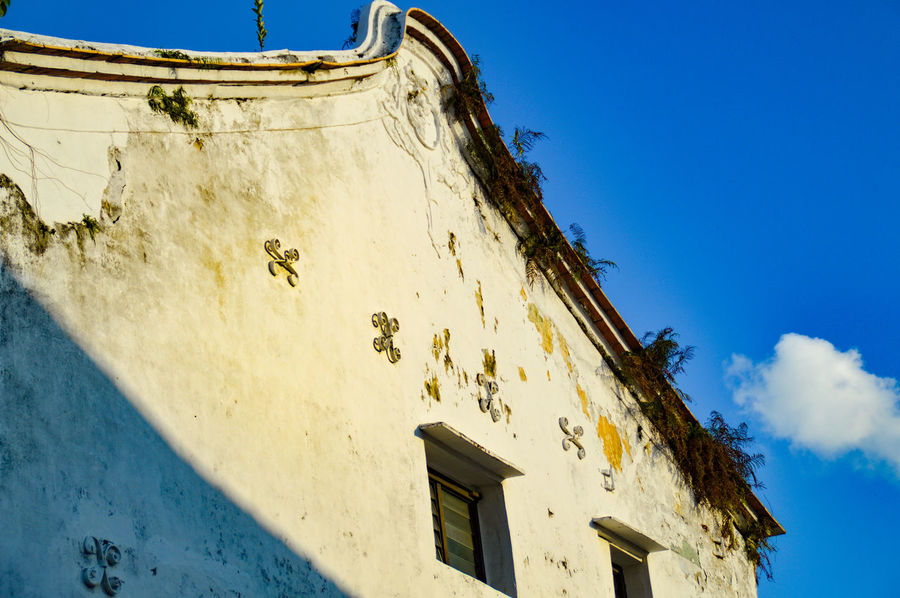 Built Structure Building Exterior Outdoors Sky Architecture Day Low Angle View Blue No People Outline Of A House Unique Perspectives The Week On EyeEm Eyeem Philippines Streetphotography Streets Of Penang Penang Malaysia Georgetown Penang Travel Photography White Wall And Blue Sky White Walled House Peeling Paint On A Wall