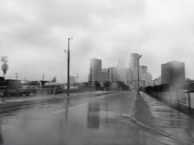 Frommywindow Rain Rainy Days Raining Rainy Day Rainy Morning Cityscapes Streetphotography Street Photography Streetphoto_bw Blackandwhite Black And White Black & White Black And White Collection  Minneapolis Minnesota MinneapolisPhotography MinneapolisPhotographer Minnesotaphotographer Urbanphotography Urban Landscape