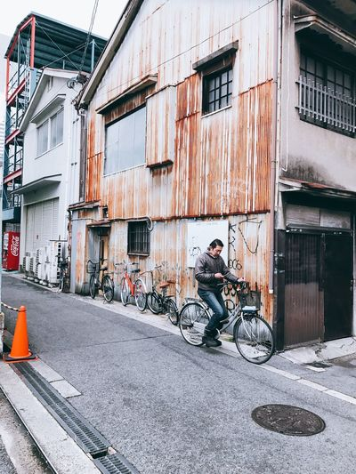 Bicycle Transportation Building Exterior Built Structure Architecture Mode Of Transport City Outdoors Stationary Day Adult Only Men Adults Only People Streetphotography Street The Week On EyeEm EyeEmNewHere Japan OSAKA