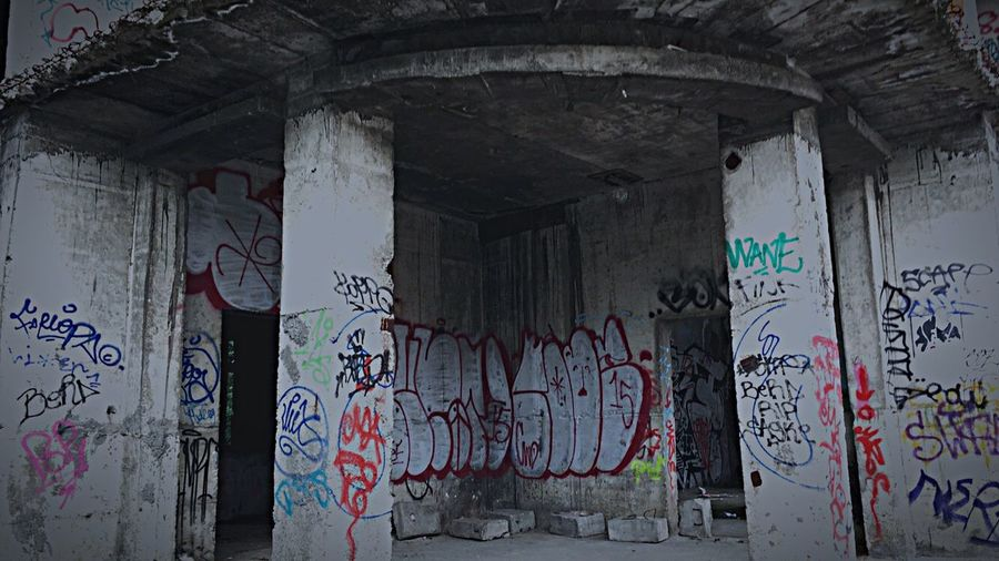 Streetphotography Art Outside World Graffiti Graffiti Art Old Buildings Old Town Old Ruin Streetphoto_bw Streetart Street Life Romania Bucharest Buliding Buliding Site