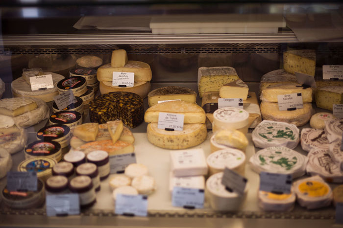 cheesecollection Cheese Cheeselovers Brie Camenbert Choosing Counter Food Foodphotography food stories Foodgasm Foodpics Foodlover Price Tag Supermarket Market Business Store Choice Retail  Variation Merchandise Display Cabinet Retail Display Quality