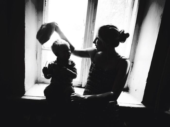 Mother and child Silhouette Window окно Мать И Сын Mother And Child EyeEmNewHere Indoors  Real People Window Two People Leisure Activity Lifestyles Women