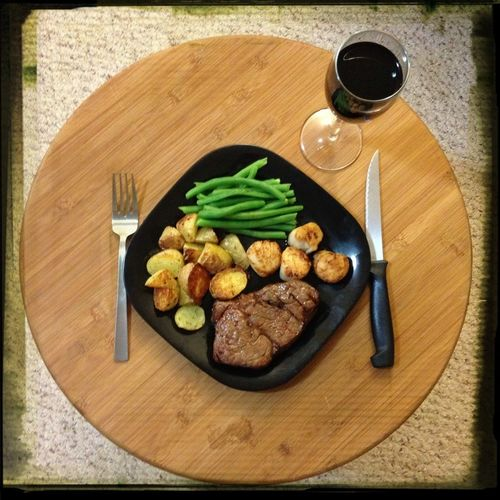 NYE Surf+Turf: beef tenderloin, sea scallops, roasted dill potatoes, green beans. Shiraz in the glass. :) #FoodSuccess