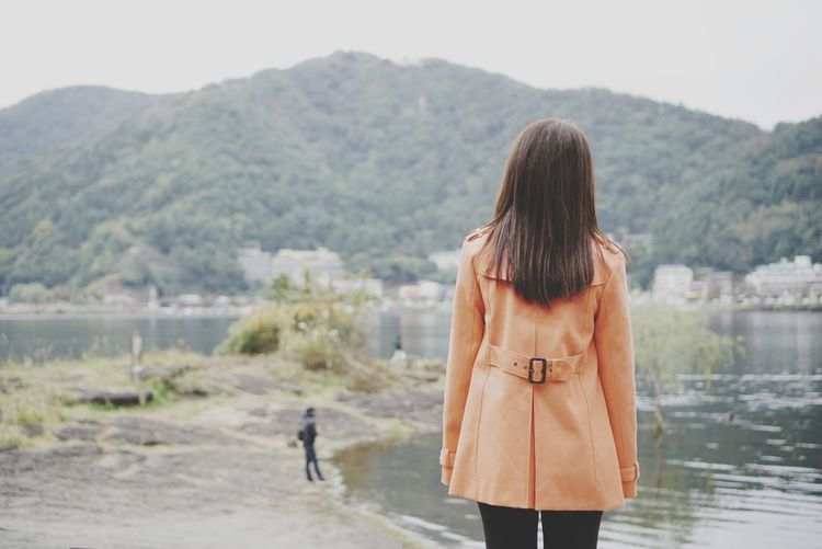 Look at the lake Kawaguchi Lake Yamanashi Lake View Orange Clothes Only Women Standing Japan