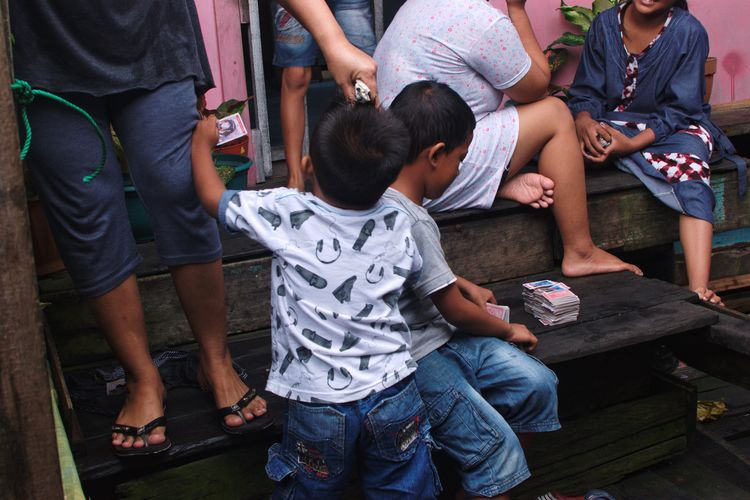 Balikpapan, February 2018 Streetphotography Documentaryphotography Waterthatfeeds UNPOSED Candid Rainy Days Children Kid Child Boy Play Street Low Section Casual Clothing Midsection Men Togetherness Leisure Activity Sitting Communication Real People Standing Lifestyles Day People Women Adult Outdoors The Street Photographer - 2018 EyeEm Awards