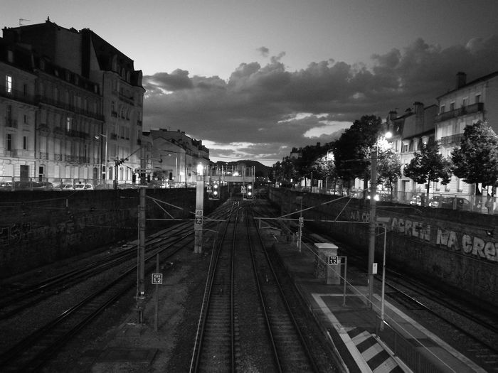 Nancy, quartier gare, la nuit tombe. Rail Transportation Railroad Station Nuit Night Nancy