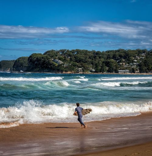 Catch Some Waves Australia Nsw Central Coast Avoca Avoca Beach North Avoca Beach Waves Streetphotography Colorphotography Ocean People Candid FujifilmXPro2 XF18-55mm Fujiusers