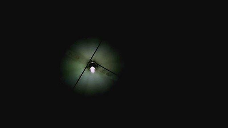 Berjuang untuk menerangi penggunannya... Walaupun ianya kecil tetapi jasanya terlalu bermakna bagi sekelilingnya.... Itulah cahaya... Cahaya kepada kehidupan... Biakkch Borneoboy Borneoislandproject Tya714 Tyaeze Iqtyot