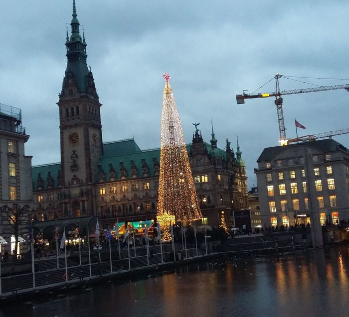 19.Dezember Adventscalendar Adventskalender Advent Weihnachtsmarkt Christmas Market Rathausmarkt Ilovehamburg Hamburgmeineperle Hamburg Rathaus  Rathaushamburg Town Hall Historischer Weihnachtsmarkt