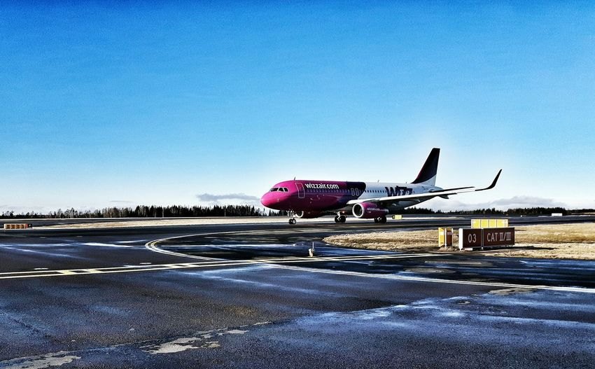 Airport Vacation Time Comercial Airline Last-minute Flight Samsungphotography Airportphotography Wintertime Showcase: February Aircraft Taxiway Runway 03 Starting A Trip