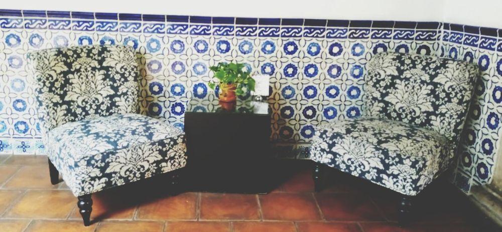 Sala de espera... SalaDeEspera Azulejos Blanco Azul Muebles Planta Piso Room Luz Modern Room Table Dia Human Hand Close-up
