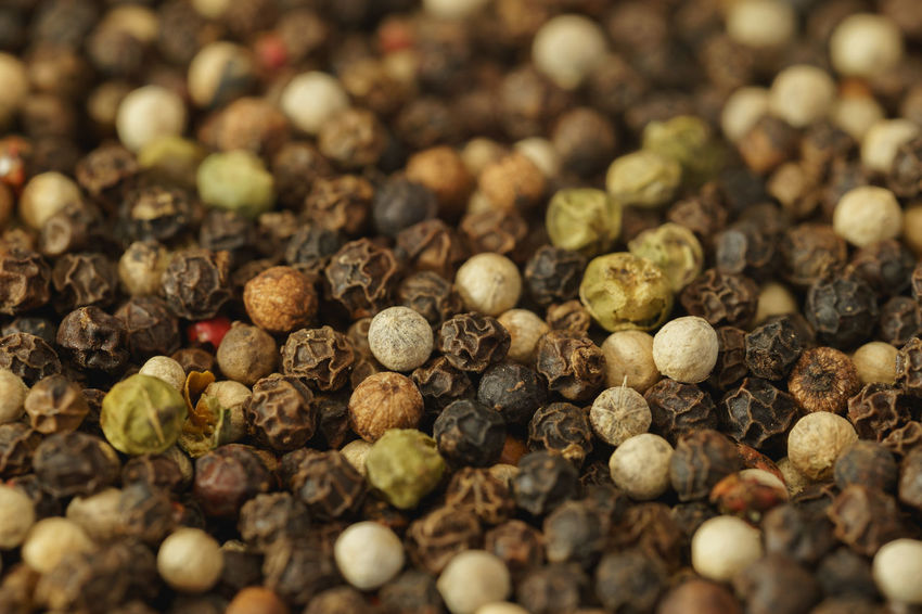 Mixed Whole Peppercorns Close-up Ingredients PEPPERCORN Peppercorns Abundance Backgrounds Close-up Close—up Food Food And Drink Freshness Full Frame Green Peppercorns Large Group Of Objects Macro No People Pepper Red Peppercorn Season  Seasoning Selective Focus Spice Spices White Peppercorn