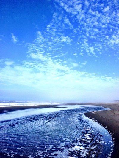 おはよう〜ございます(^^) 晴れ〜 荒れてきました〜 Beach