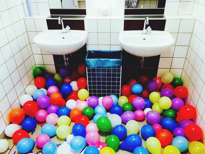 Balloons Celebration Day Bathroom Indoors  No People Abistreich Multi Colored Bällebad Abistreich! Luftballonseverywhere Luftballons Airbaloons