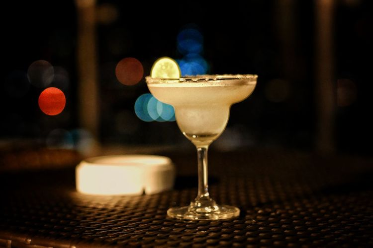 Martini Nightclub Alcohol Drink Nightlife Tonic Water Cocktail Martini Glass Bar - Drink Establishment Drinking Glass Tropical Drink Cocktail Shaker Bartender Vodka Happy Hour Zest Cocktail Party