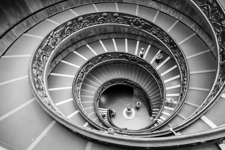 Bajando a lo caracola Spiral Built Structure Architecture Staircase Steps And Staircases Spiral Staircase Railing High Angle View Real People Directly Above