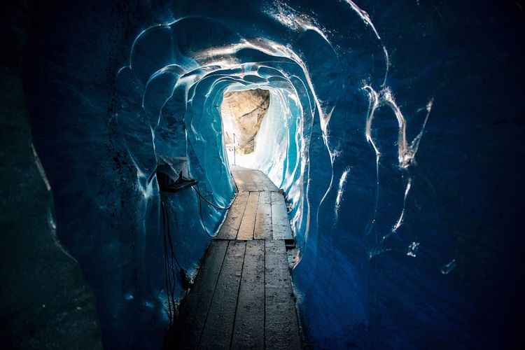 Eis Bright Future Zukunft Gletschergrotte Gletscher Belvedere Pathway Path Way Cold Ice Tunnel Blue Water No People Day Architecture Outdoors Close-up Creativity Nature