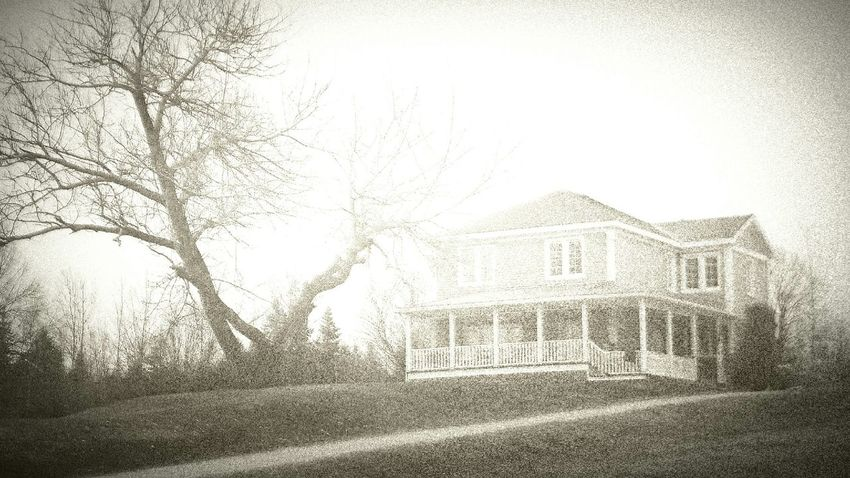 ...the house on a hill... The House Beautiful World House On A Hill Androidography Hello World Blackandwhite Photography Little Town In The Middle Of Nowhere Old Film