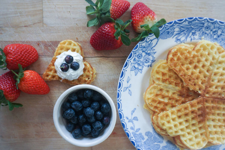 waffle with fresh berries Waffle Norwegian Waffle Strawberry Blueberry Directly Above High Angle View Food Food Styling Sweet Pie Fruit Tart - Dessert Plate Dessert Homemade Blueberry Table Raspberry High Angle View Comfort Food Waffle Quality