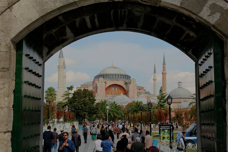 hagia sophia Hagia Sophia Fatih Turkey Istanbul Mosque Museum Byzantine Architecture Architecture History History Architecture Tourism Tourist An Eye For Travel Travel Destinations Architecture People Large Group Of People Adult Adults Only Tree Day Sky Stories From The City Adventures In The City