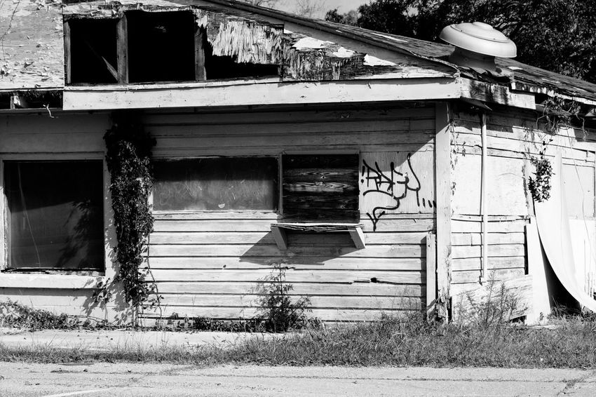Architecture Built Structure Building Exterior Day Outdoors No People Black&white Blackandwhite Abandoned Decay Run-down House