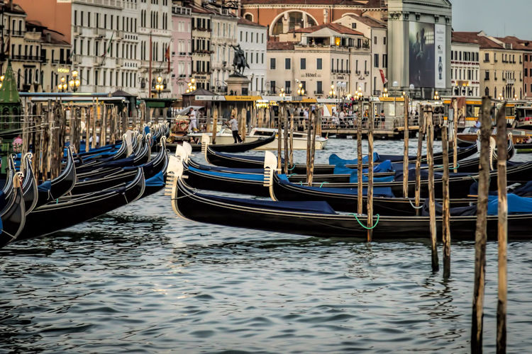 Architecture Building Exterior Canal Gondola - Traditional Boat Gondole Gondole In Venice Mode Of Transport Moored Nautical Vessel Transportation Travel Destinations Venice Water Wooden Post
