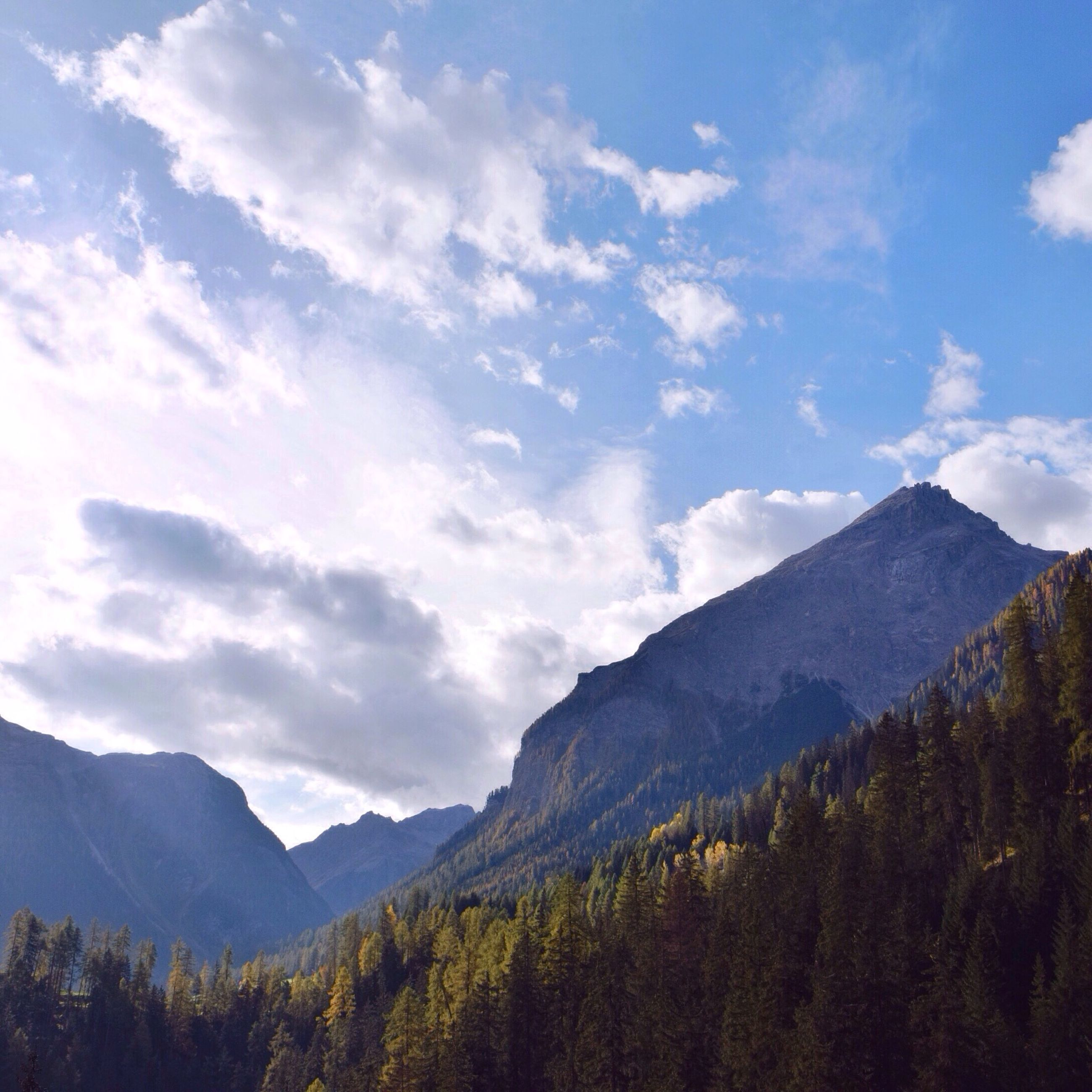mountain, mountain range, tranquil scene, scenics, tranquility, sky, beauty in nature, landscape, nature, cloud - sky, cloud, non-urban scene, idyllic, tree, remote, outdoors, non urban scene, day, valley, no people