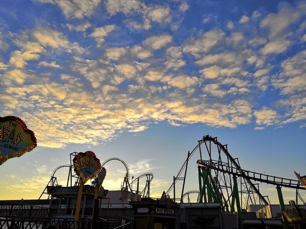 sun is going down Honor 10 United Kingdom Blue Sky And Clouds Blue Sky Evening Amusement Park Ride Ferris Wheel Arts Culture And Entertainment Amusement Park Sunset Rollercoaster Sky Merry-go-round Outdoor Play Equipment Fairground Ride Big Wheel Fairground Ride Playground