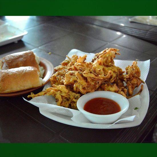 Kanda Onion Bhajji Pakoda pakora ketchup monsoon snacks fried pav bread indianbread hot hotsnacks indian