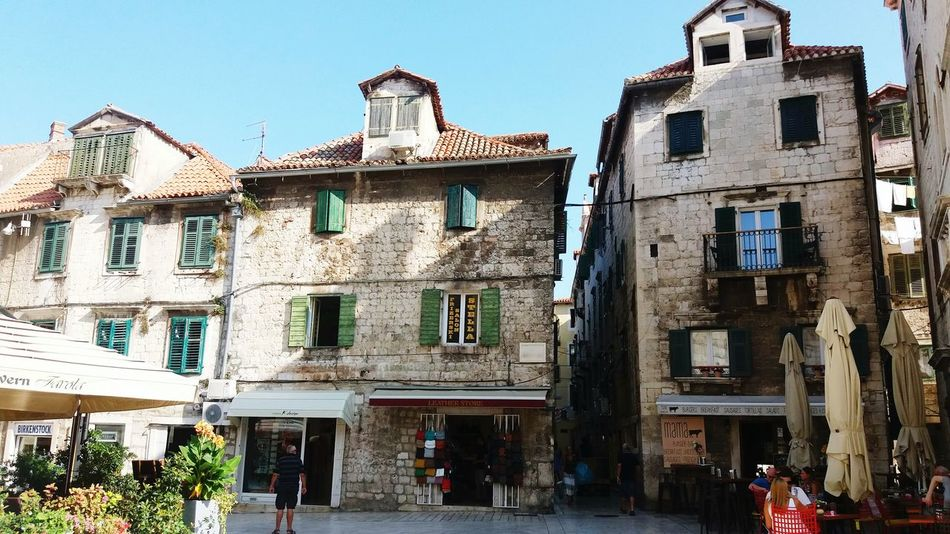 Windows EyeEmNewHere Medieval Architecture Spalato Split City Architecture Building Exterior Built Structure TOWNSCAPE Housing Settlement Old Town Town Exterior Place Of Interest Townhouse