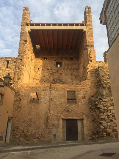 Torreon en restauración en Montblanc