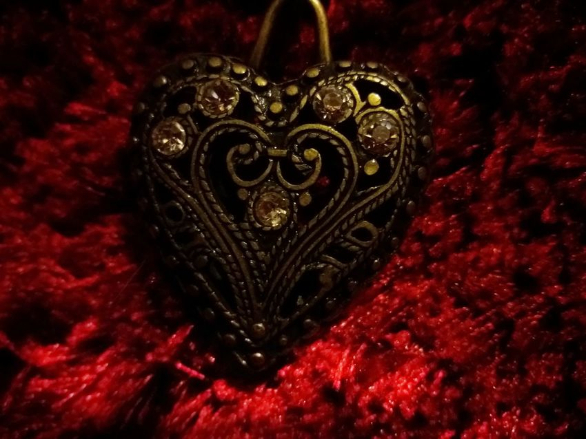 Red No People Heart Shape Jewelry Luxury Close-up Heartattack Passion Photo Red Background Object From Nowhere Objects Of Love Lieblingsteil