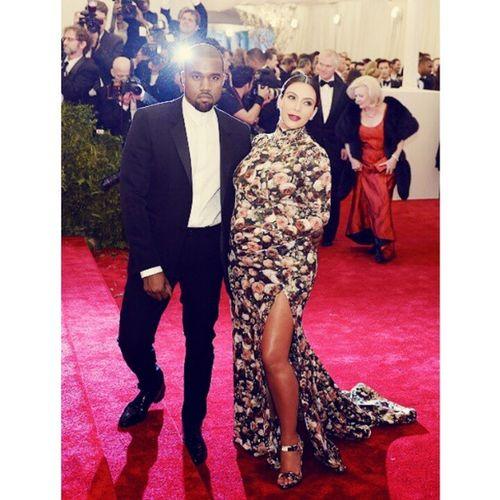 Leave Kim alone she don't look bad. Ppl got jokes. smh She's pregnant chill out. METGala Kimk Kayne