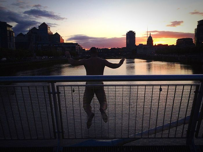 Living Bold Jumping Dublin, Ireland Liffey Liffeybridge Swimming Extreme