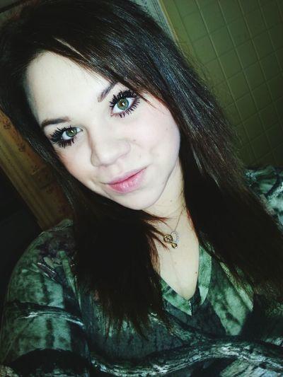 Taking Photos Selfie Eye Lashes Green Eyes Camouflage