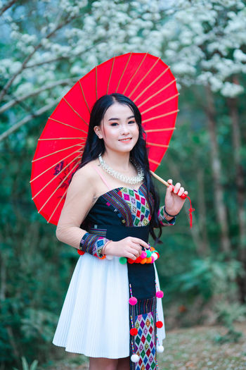 Portrait of a smiling girl holding umbrella